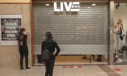 Covid, centri commerciali chiusi nel weekend: scatta la protesta anche in Calabria