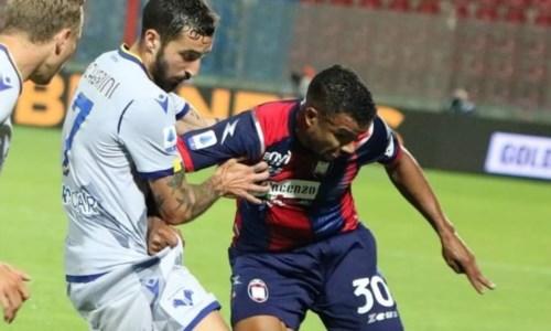 Serie A, l'orgoglio del Crotone è più forte del Verona: allo Scida finisce 2-1
