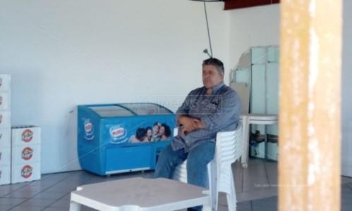 Abusivismo, ruspe in azione a Vibo Marina: il proprietario del Chiosco azzurro si barrica nei locali