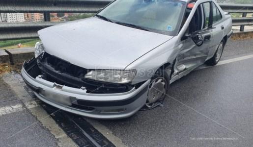 Altro incidente sulla statale 107. Dimesso il bambino ferito nello scontro tra due auto stamattina