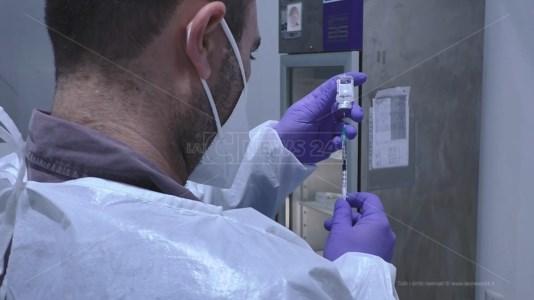 Vaccini, la Calabria prova a risalire la china: ieri quasi 20mila somministrazioni