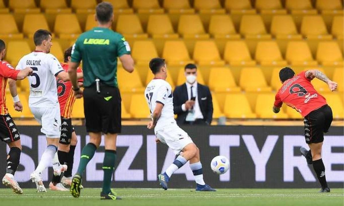Il gol  del momentaneo 1-0 messo a segno da Gianluca Lapadula in Benevento - Crotone