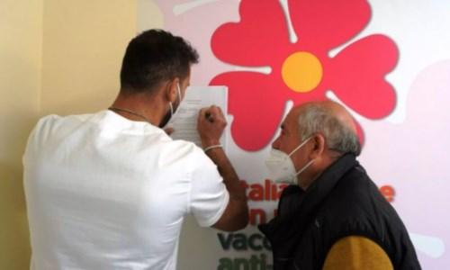 Covid, vaccini ai pazienti allergici: a Reggio attivato il protocollo tra Gom e Asp