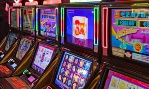 Gioco d'azzardo, a Catanzaro la polizia sequestra 6 videopoker in locale
