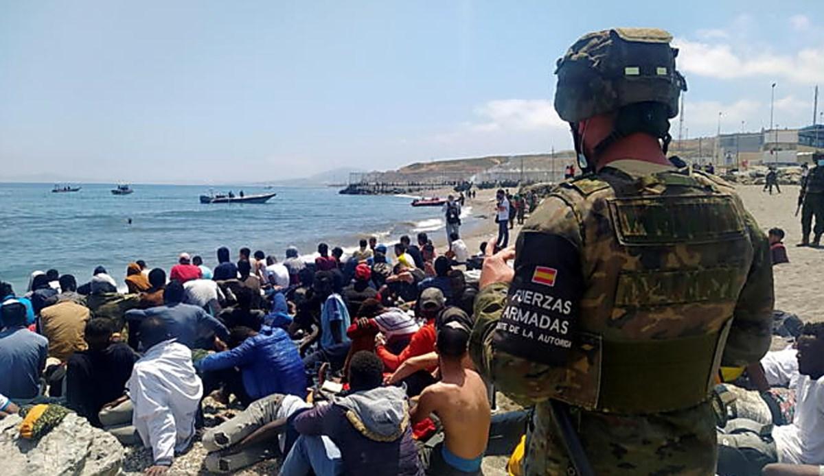 Migranti a Ceuta, foto ansa