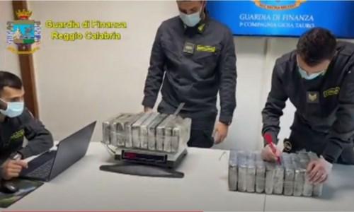 Traffico di stupefacenti, sequestrato in Kosovo carico di 400 kg di coca transitato dal porto di Gioia
