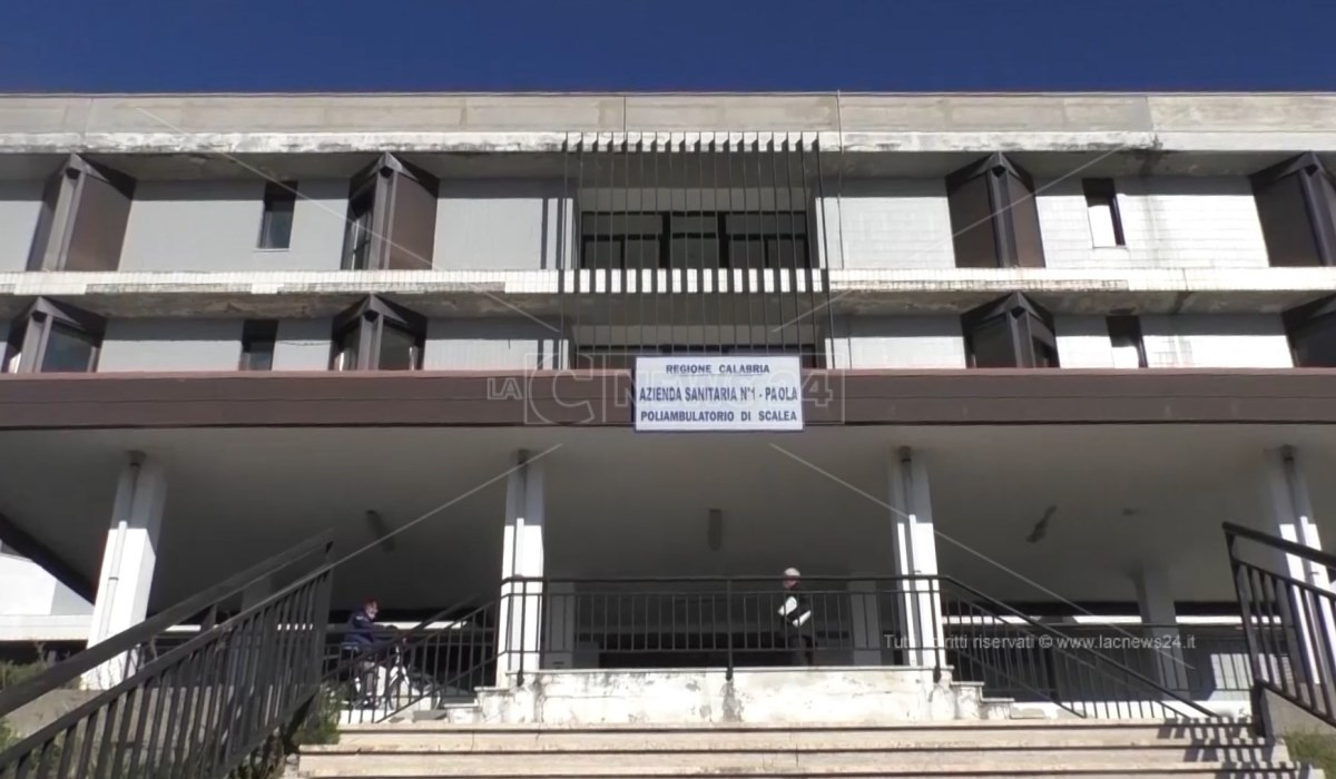 L'ingresso del poliambulatorio di Scalea