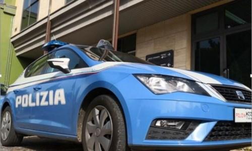 Vibo Marina, fermato senza patente tenta di rubare la pistola ad un agente: arrestato 45enne