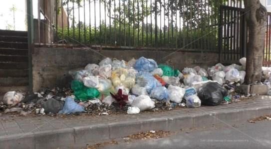 Reggio, gli scarti di lavorazione dei rifiuti di nuovo fuori regione. Nel limbo la discarica di Melicuccà