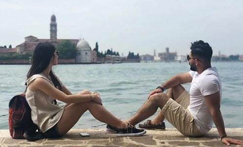 I fidanzati Serena Cosentino ed Hesam Shahisavandi in uno scatto pubblicato sui social