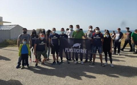 Sellia Marina, 70 volontari all'opera per liberare la spiaggia dai rifiuti