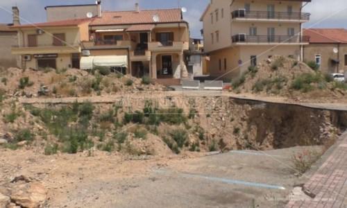 Alluvione Isola Capo Rizzuto: «Stanno per partire i lavori per la voragine di piazza Aldo Moro»