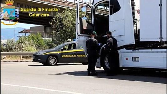 Lamezia, interdette 2 società di trasporti per sfruttamento dei dipendenti: sequestrati 3,5 mln