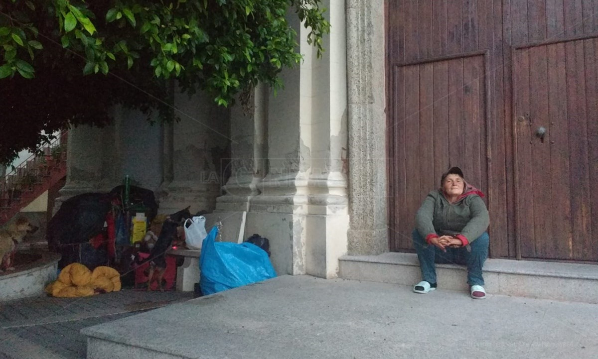 Elena davanti la chiesa di San Giuseppe a Nicotera