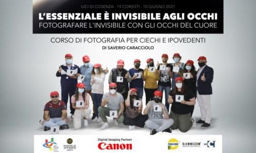L'essenziale è invisibile agli occhi: così Saverio Caracciolo insegna fotografia ai non vedenti