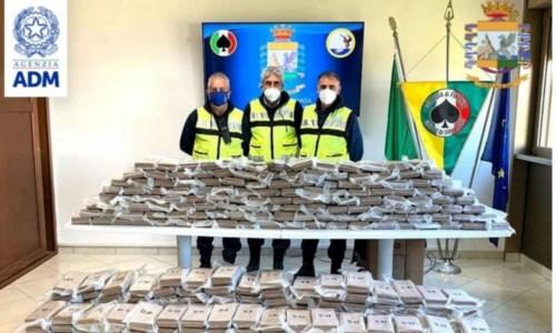 Una tonnellata di cocaina nelle banane, sequestro da 225 milioni al porto di Gioia