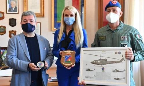 Lamezia, il sottosegretario alla Difesa in visita alla base Sirio: «Realtà d'eccellenza»