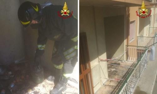 Crotone, appartamento in fiamme dopo lo scoppio di una bombola: ustionata una 70enne