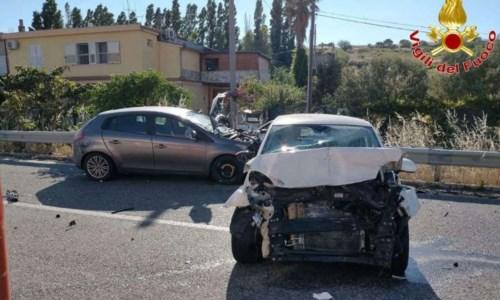Incidente stradale a Crotone sulla statale 106, due persone ferite