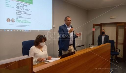 L'intervento di Luigi De Magistris, vicino ad Anna Falcone, alla presentazione de La Primavera della Calabria