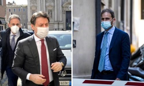 A sinistra Giuseppe Conte, a destra Davide Casaleggio (foto Ansa)