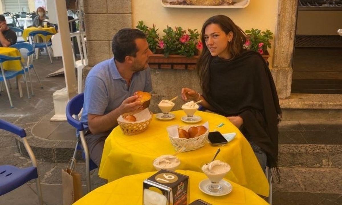 Salvini a Pizzo con la fidanzata