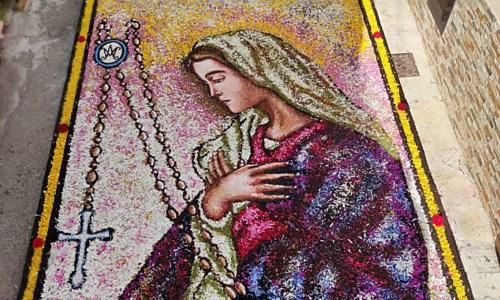 Infiorata: arte, fede e bellezza a Potenzoni per la festa del Corpus domini