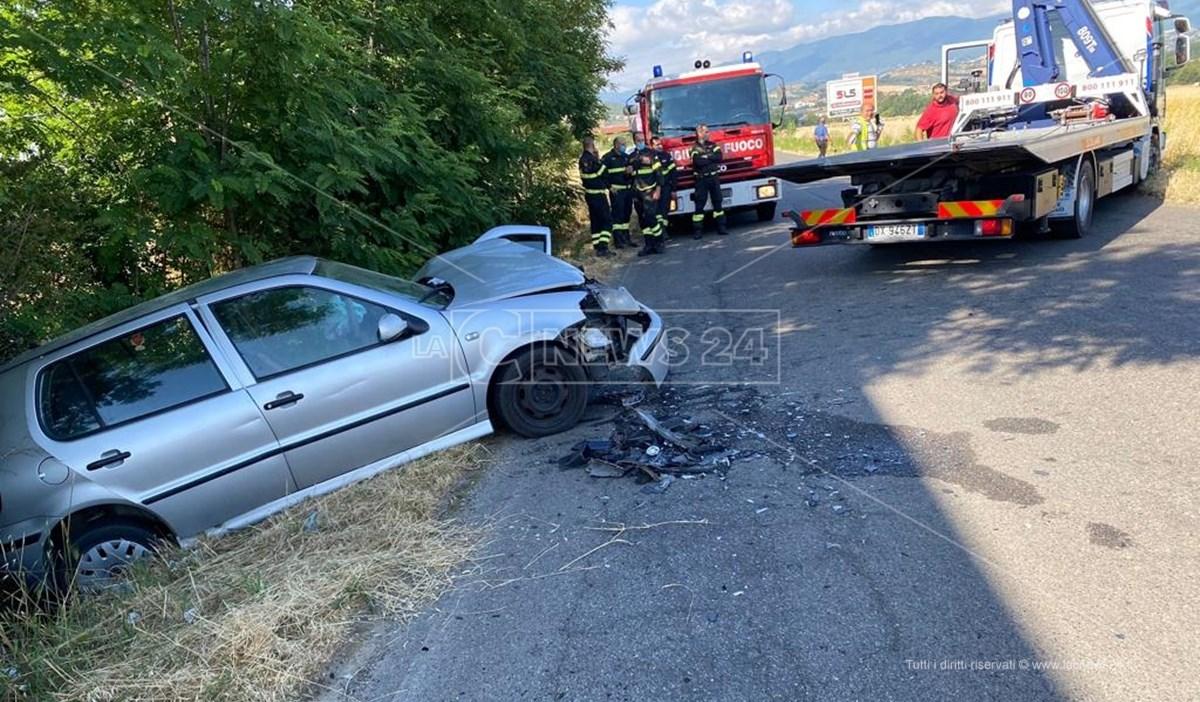 Una delle auto coinvolte nell'incidente di questa mattina