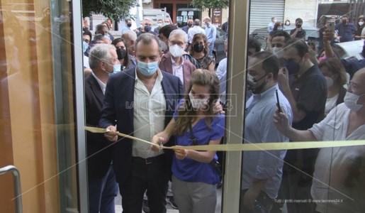 Il taglio del nastro della segreteria inaugurata a Cosenza