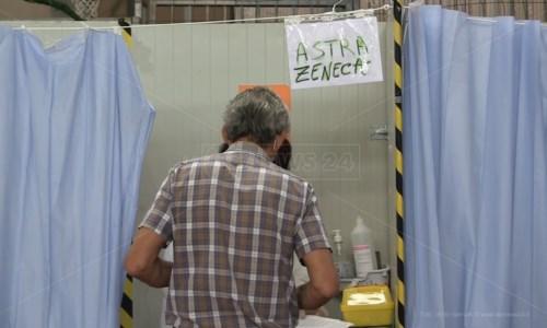 Per il caos vaccini ora anche gli over 60 rifiutano AstraZeneca, medici tra due fuochi: «Che facciamo?»