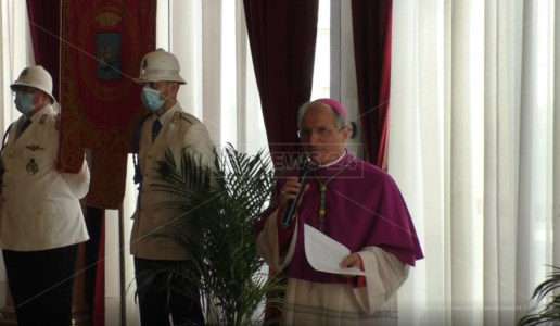 Reggio, si insedia il nuovo arcivescovo Fortunato Morrone: «Facciamo partire da qui la rinascita»