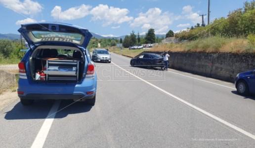 Il luogo dell'incidente lungo la statale 107 a Cosenza