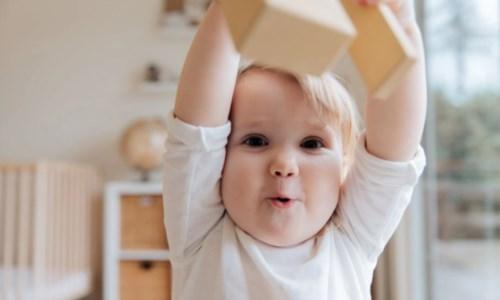 Crotone, cittadinanza simbolica ai bimbi nati da genitori stranieri: finora 7 adesioni