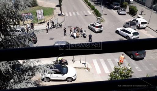 Incidente in centro a Cosenza: ferito un giovane centauro
