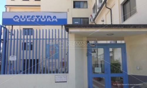Ragazzo minacciato e picchiato perché gay, a Crotone indagini per risalire all'aggressore