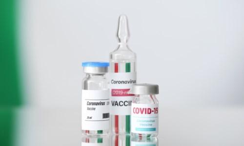 Stimoli elettrici contro il Covid, il vaccino italiano eVax funziona sulle varianti: lo studio