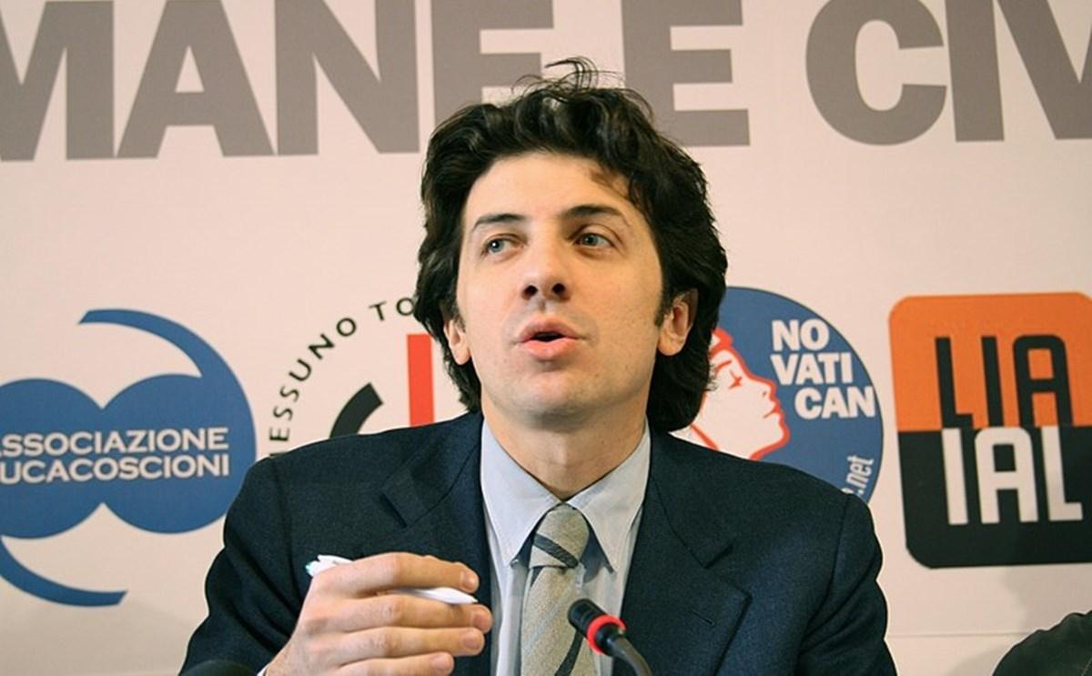 La campagnaReferendum eutanasia, Cappato: in Calabria raccolte 6mila firme. Pace fatta con il Comune di Reggio