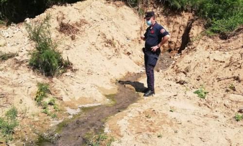 Acri, scarichi fognari sull'argine del fiume Duglia: scattano due denunce
