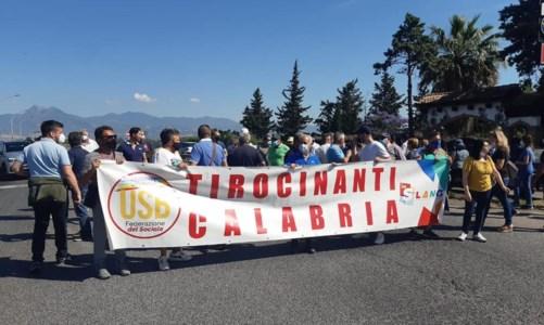 Tirocinanti Calabria, nuova protesta: bloccato svincolo della 106 all'altezza di Sibari