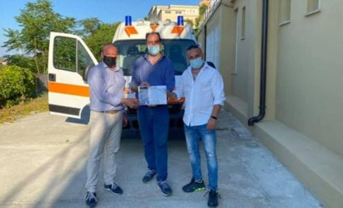 L'ambulanza donata al Comune di Maida