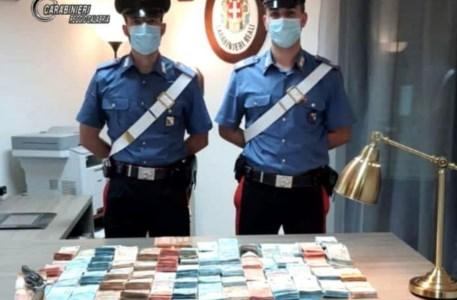 Rizziconi, nasconde 198mila euro e un'arma in auto: arrestato 36enne