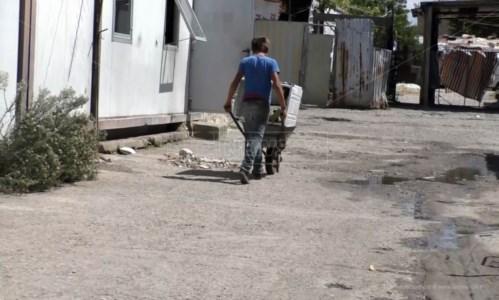 Traffico illecito di rifiuti a Lamezia, nel campo rom di Scordovillo anche i bambini al lavoro tra la spazzatura
