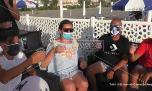 Covid, ipotesi stop mascherine all'aperto: domani il parere del Cts al Governo