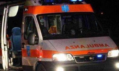 L'impattoCrotone, due feriti in un incidente in centro: uno è grave