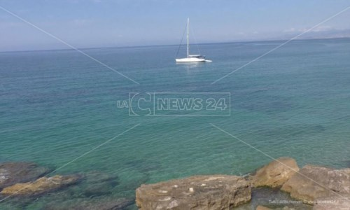 Costa crotonese, l'Arpacal certifica: «Le acque per la balneazione sono eccellenti»