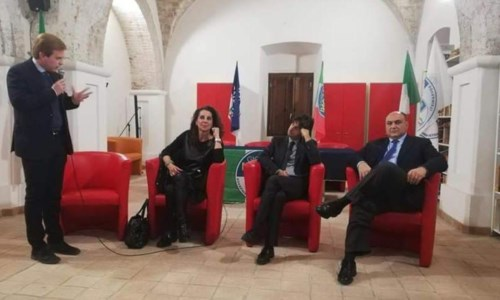 Un incontro politico di Fdi nel 2020 a Locri. Nella foto, Giovanni Puro, Wanda Ferro, Giovanni Donzelli e Giovanni Calabrese