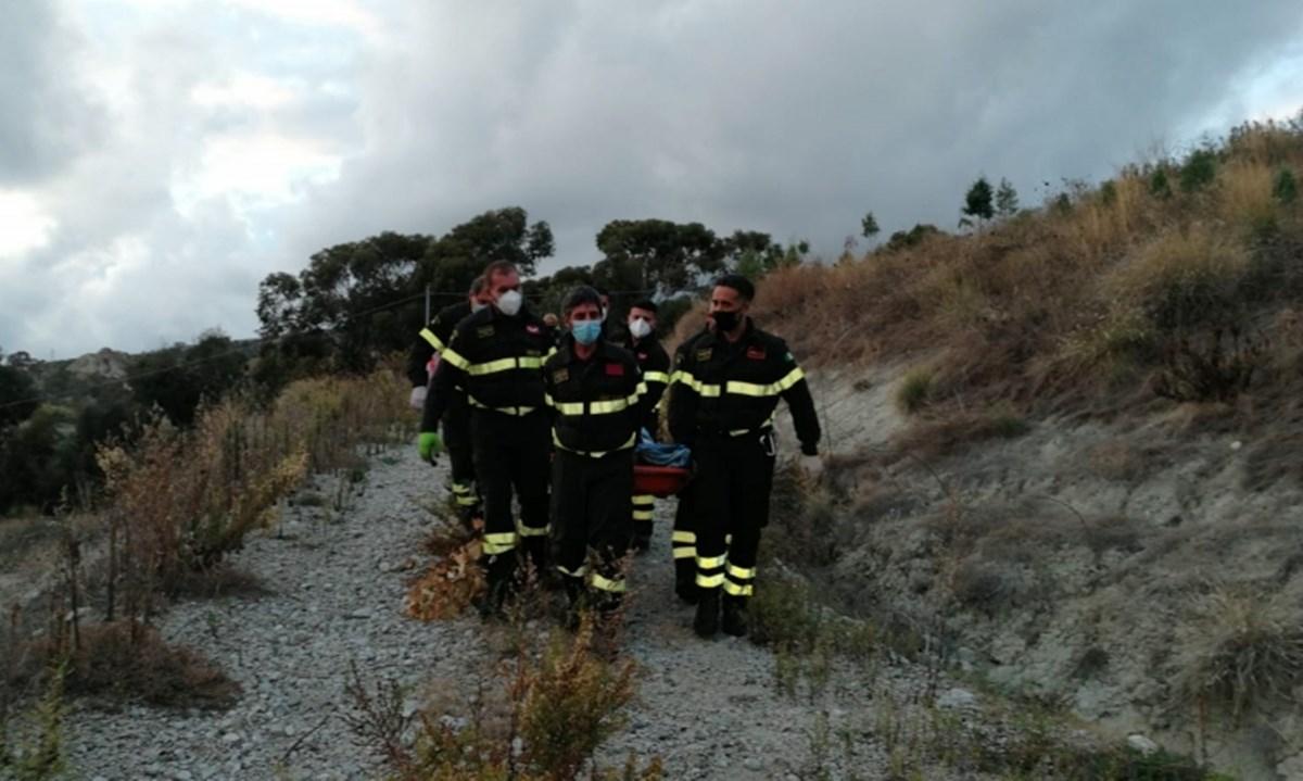 Incendio a Montebello Jonico, le fiamme si propagano per 15 ettari: gravemente ustionato un uomo