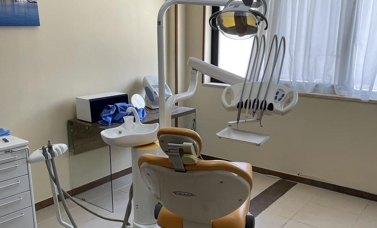 Lo studio del falso dentista