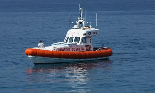 Falerna, surfista soccorso dalla Guardia costiera: non riusciva a raggiungere la riva