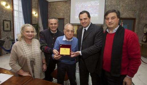Vincenzo d'Atri premiato a Cosenza nel 2014